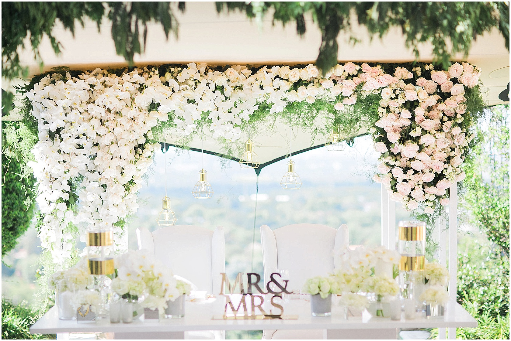 Wedding floral bridal table