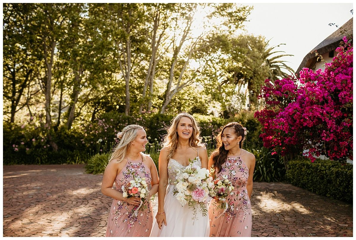Embassy Hill - Bride with Bridesmaids